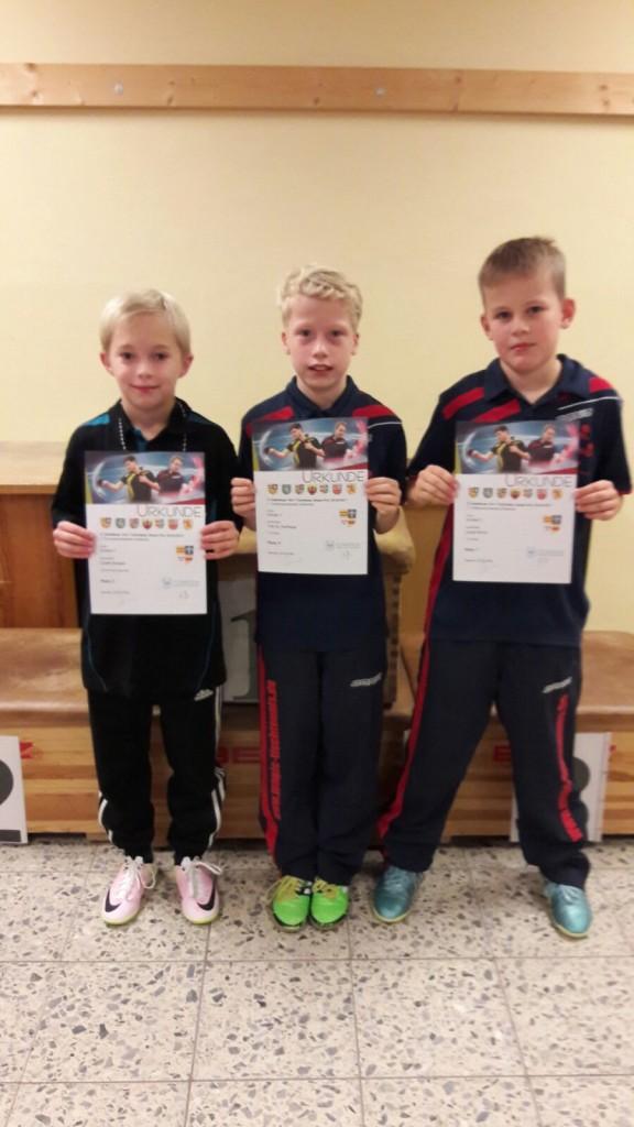 Erfolgreiches Trio, v.l. Jonah Kossen, Tom und Lasse bei der Siegerehrung.